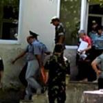 Нас под конвоем выводят из зала суда, 4 августа 2015 г.