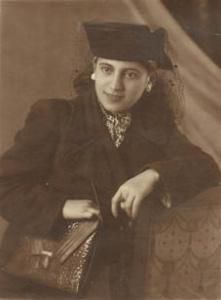 Мама Лейлы - Зохра Усейнова,  2 ноября 1948 г.