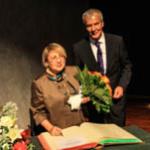Лейла с мэром Эсслингена Юргеном Цигером. Награждение премией имени Теодора Хакера 5 мая 2013 г.
